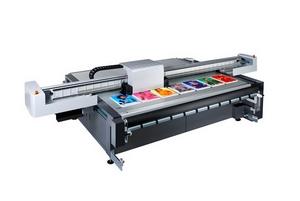 Moderner Digitaldrucker für Werbeschilder
